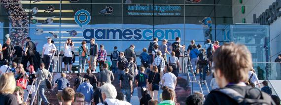 Menschenmassen am Eingang beim Einlass zur gamescom 2011.